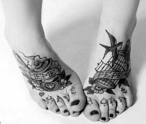 Tattooed Schwarz & Weiss / Black & White.